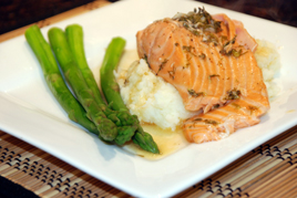 Episode 115 - Lemon & Herb crusted Salmon served on bed of Potato & Celeriac mash with Asparagus and Garlic & Dill Aioli