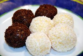 Episode 95 - Brigadeiro(chocolate ball) and Beijinho(coconut ball)